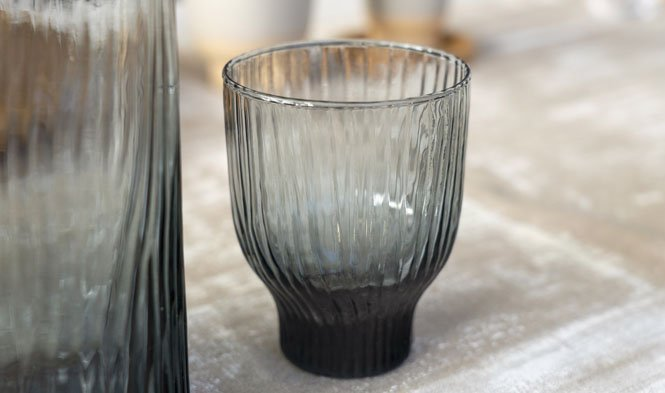 Amnis glass smoked grey