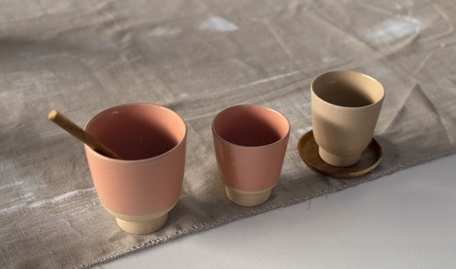 Rutunda rosy cups with spoon