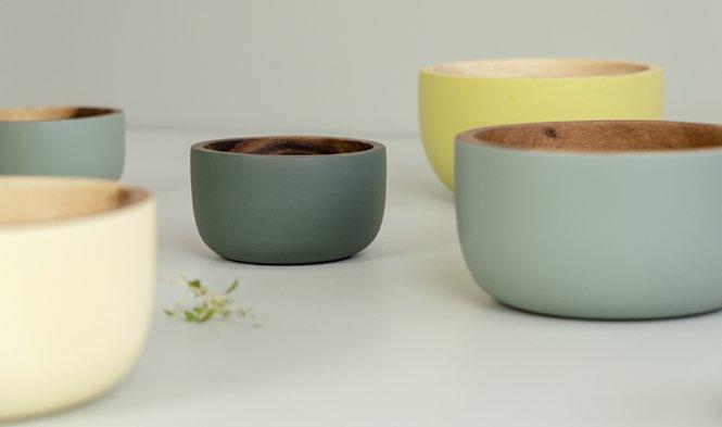 gekleurde schalen hout handgemaakt