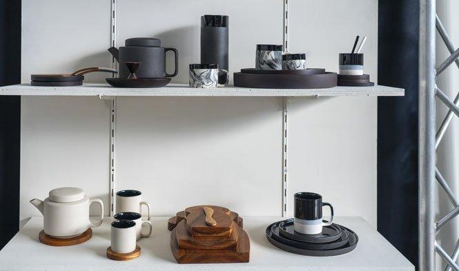 collectie zwart hout keramiek