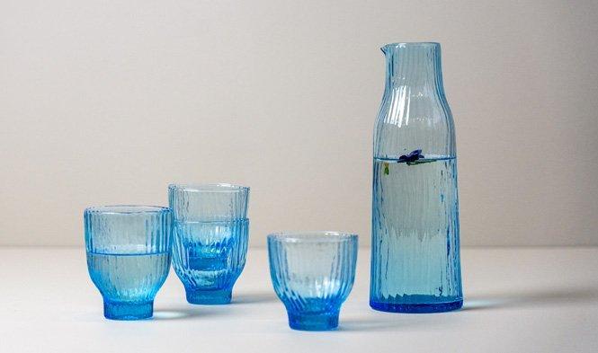 karaf en glazen aqua
