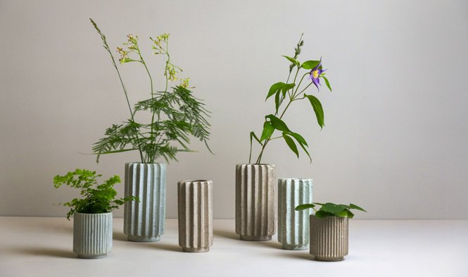 vases and flowerpots folded